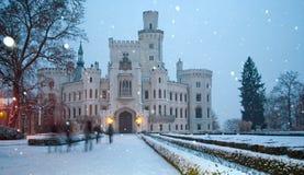 Slott av Hluboka nad Vltavoy på vintern royaltyfri fotografi