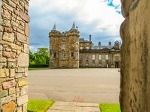 Slott av Holyroodhouse Edinburgh Skottland, UK royaltyfri foto