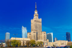 Slott av kultur och vetenskap i den i stadens centrum Warszawastaden, Polen Arkivfoto