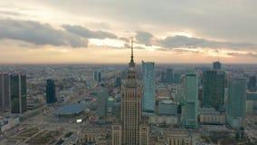 Slott av kultur- och vetenskapstornet och Warszawapanorama, Polen flyg- sikt lager videofilmer