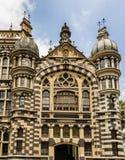 Slott av kultur Rafael Uribe Uribe och den Coltejer byggnadssymboen royaltyfria bilder