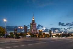 Slott av kultur vid natten, Warszawa, Polen arkivbilder
