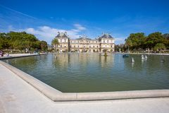 Slott av Luxembourg trädgårdar, Paris, Frankrike fotografering för bildbyråer