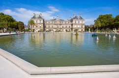 Slott av Luxembourg trädgårdar, Paris, Frankrike arkivfoton