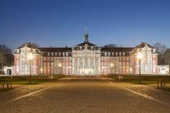 Slott av Muenster på natten, Tyskland Arkivbilder