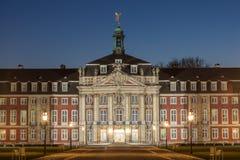 Slott av Muenster på natten, Tyskland Royaltyfria Bilder