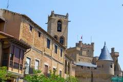 Slott av Olite från byn Royaltyfri Fotografi