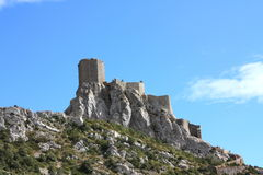 Slott av Queribus i Pyrenees, Frankrike arkivfoto