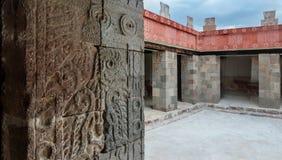 Slott av Quetzalpapalotl på Teotihuacan Fotografering för Bildbyråer