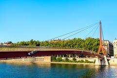 Slott av rättvisa Footbridge över Saonet River i Lyon, Frankrike royaltyfri fotografi