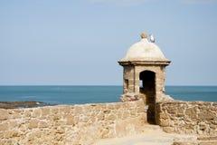 Slott av St Catalina och fjärd av Cadiz, Spanien Arkivbild