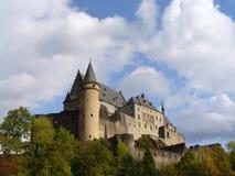 Slott av Vianden i Luxembourg royaltyfri fotografi