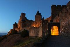 Slott Carcassonne på natten Arkivfoton