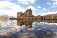 slott donan eilean höglands- scotland Arkivfoto