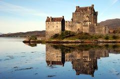 slott donan eilean scotland Royaltyfria Foton