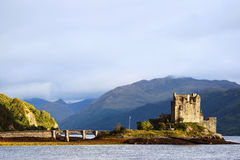 slott donan eilean scotland Arkivbilder