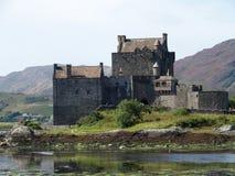 slott donan eilean scotland Royaltyfri Bild