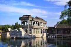Slott för Beijing cityscape-sommar lake Arkivfoton