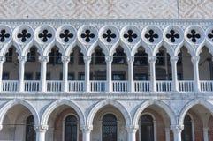 Slott för doge` s i fyrkant för St Mark ` s i Venedig, Italien Arkivfoton