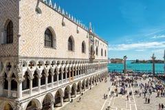 Slott för doge` s i fyrkanten för St Mark ` s i Venedig Royaltyfri Foto