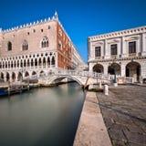 Slott för doge` s och bro av Sighes i Venedig Italien Fotografering för Bildbyråer