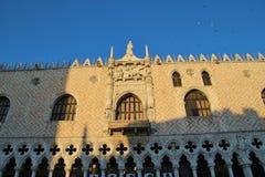 Slott för Palazzo Ducale eller doge` s i aftonljus italy venice Royaltyfri Fotografi