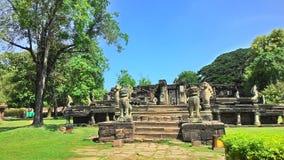 Slott för Pimai slottpimai i Thailand gräsplanträd royaltyfri fotografi