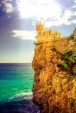 Slott för rede för svala` s i höstdag med magiskt solljus royaltyfri foto