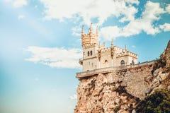 Slott för rede för svala` s i höstdag med magiskt solljus arkivfoton