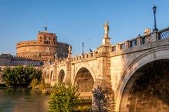 Slott för St Angelo i Rome italy arkivfoton