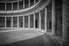 Slott för två nivå med kolonner i Spanien, Europa. Royaltyfri Foto