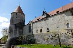 Slott för Yverdon ` s och dess massiva torn Royaltyfria Bilder
