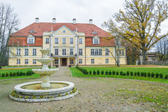 slott gammala latvia Arkivbilder