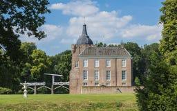 Slott Heukelum med klaffbron Arkivbild