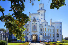 Slott Hluboka nad Vltavou i Tjeckien Arkivbild