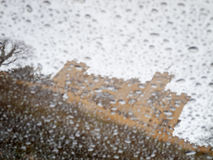 Slott Hohenschwangau bak regndroppar Arkivbilder
