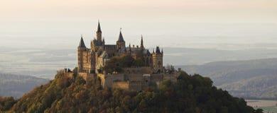 Slott Hohenzollern i höst Arkivbild