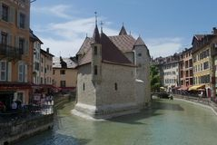 Slott i floden Thiou i Annecy royaltyfri bild