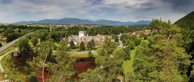 Slott i Liptovsky Hradok, Slovakien royaltyfria bilder