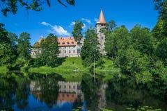 Slott i staden Cesvaine som är gammal 14th århundrade för medeltida slott Latv Royaltyfria Foton