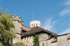 Slott Lichtenstein - hjälpbyggnad med tornet Arkivfoto