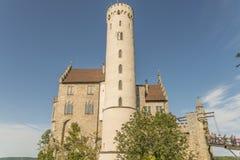 Slott Lichtenstein - hjälpbyggnad med tornet Arkivbild