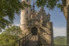 Slott Lichtenstein med den ingångsporten och klaffbron Royaltyfria Foton