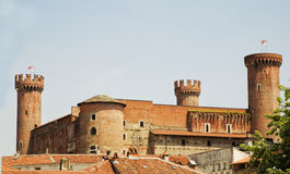 Slott med runda torn Arkivfoto