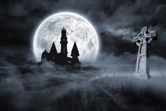 Slott och grav under fullmånen Royaltyfri Fotografi