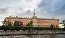 Slott och kanaler för St Michael ` s i St Petersburg, Ryssland Arkivfoto