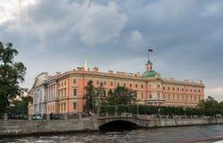 Slott och kanaler för St Michael ` s i St Petersburg, Ryssland Royaltyfria Bilder