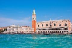 Slott och Piazza di San Marco, Venedig, Italien för doge` s Arkivfoton