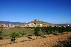 Slott och town, Lacalahorra, Spanien. Arkivbilder
