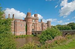 Slott och vallgrav royaltyfri bild